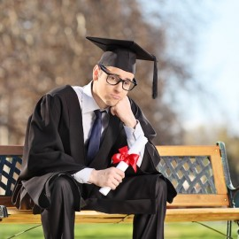 Faculdade deve indenizar estudante esquecido na entrega do diploma