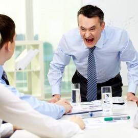 Ameaça de demissão e agressão verbal geram indenização de R$ 20 mil a trabalhador